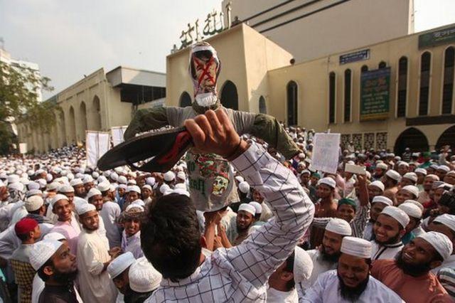 ঢাকায় রোহিঙ্গাদের ওপর নির্যাতনের প্রতিবাদে সমাবেশ