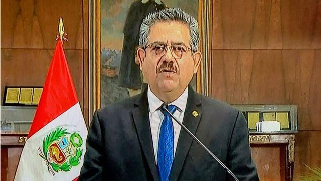 وأعلن الرئيس مارينو استقالته في خطاب بثه التلفزيون يوم الأحد