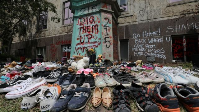 Some Canadians have placed children's shoes in memory of the victims of these internees.