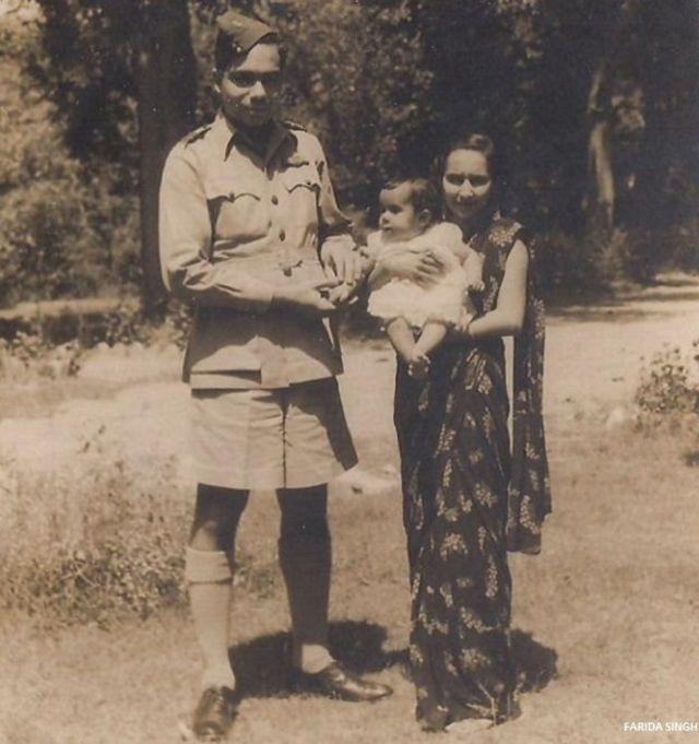 जहांगीर इंजीनियर अपनी पत्नी और बेटी के साथ.