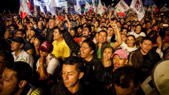 Asistentes al discurso de AMLO en el Zócalo.