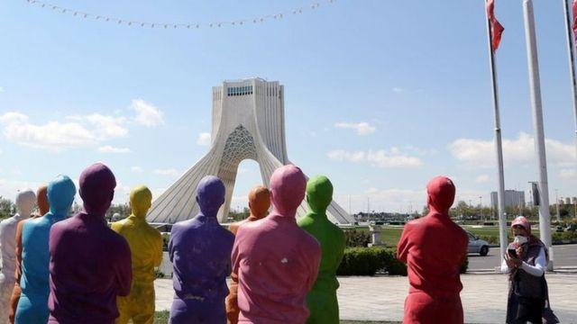 شورای شهر تهران قدرت انتخاب شهردار پایتخت ایران را دارد که پرجمعیت ترین شهر این کشور است