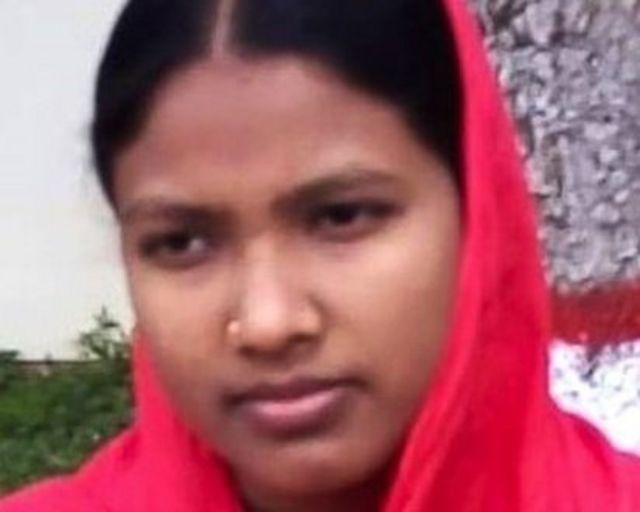 18 yaşındaki Minara, topluluğundaki genç kızlara yardım ediyor