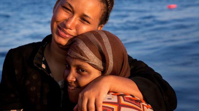 Dos migrantes rescatados