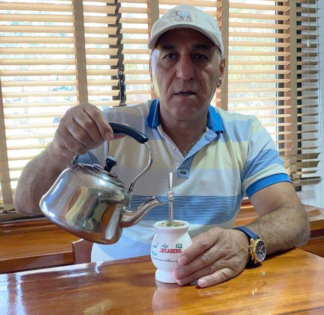 Omar Kassab toma mate.