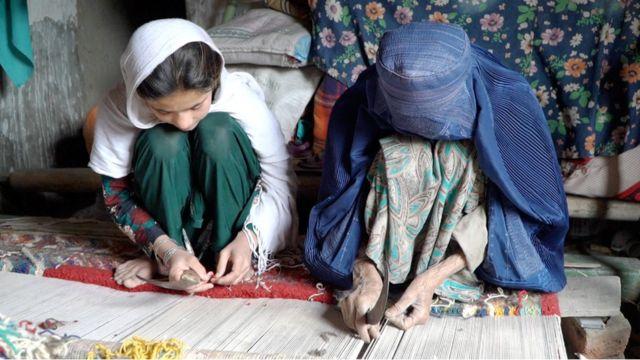 پاکستان کې د افغان غالیو اوبدلو دود ډېر شوی دی.