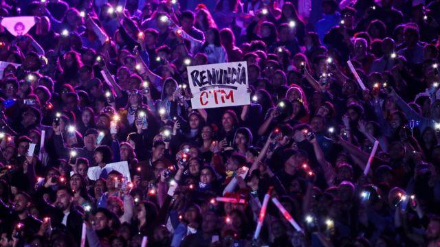 Una pancarta exigiendo la renuncia del presidente Piñera durante el Festival de Viña del Mar.