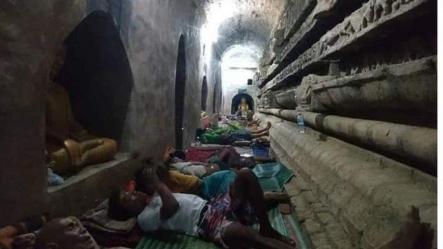 မြောက်ဦးမြို့ကစစ်ဘေးရှောင်တွေ နေစရာမရှိလို့ ရှေးဟောင်းဘုရားပုထိုးတော်အတွင်း ဝင်ရောက်ခိုလှုံနေရ