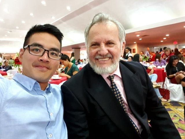 Nicholas Tay junto a Fernando