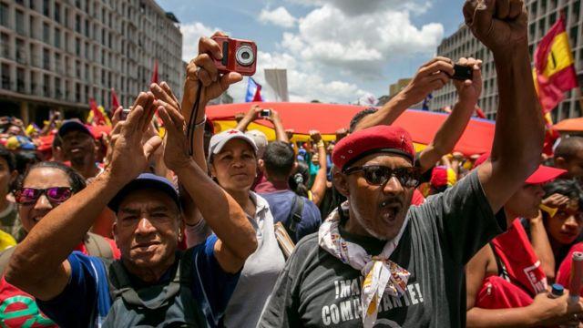 Manifestantes a favor del gobierno