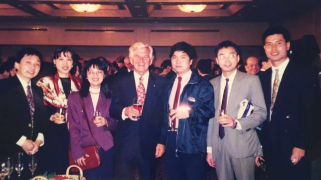 Bob Hawke: Why Chinese Australians are mourning a 'tender-hearted' PM