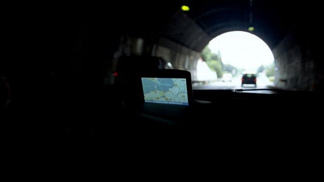 Инерциальная навигация берет на себя заботу о вашем маршруте, когда сигнал GPS теряется в тоннеле