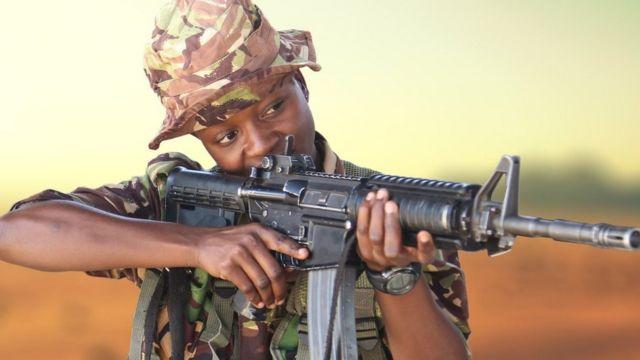 Veronica Mbithe akiwa katika mafunzo ya jeshi