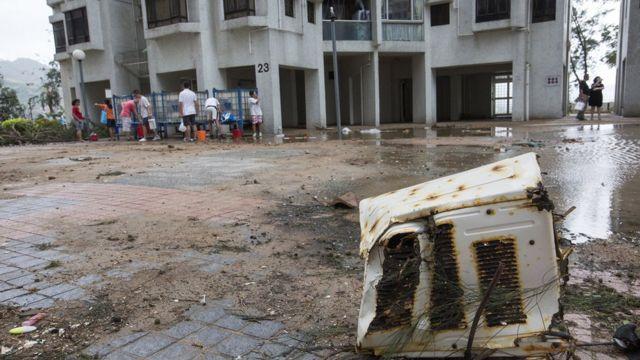 颱風「山竹」將排出溫室氣體的冷氣機吹倒
