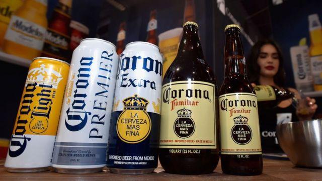 Envases de cerveza Corona.