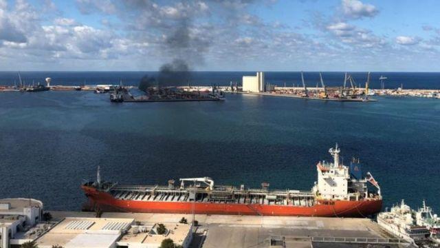 قوات حفتر قصفت ميناء طرابلس