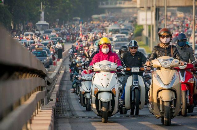 Dân Hà Nội chống chỏi với ô nhiễm trên đường phố