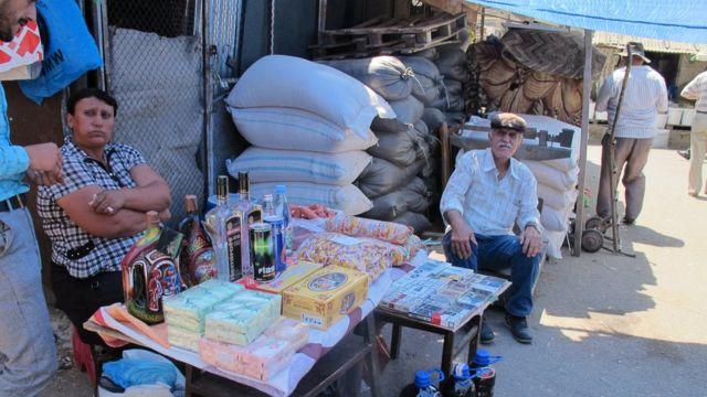 """Burada """"adi bazar"""" malları da satılır"""