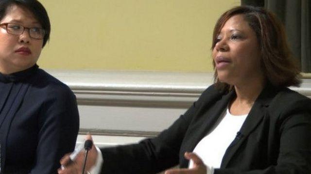 Natalicia Tracy durante una reunión de trabajo