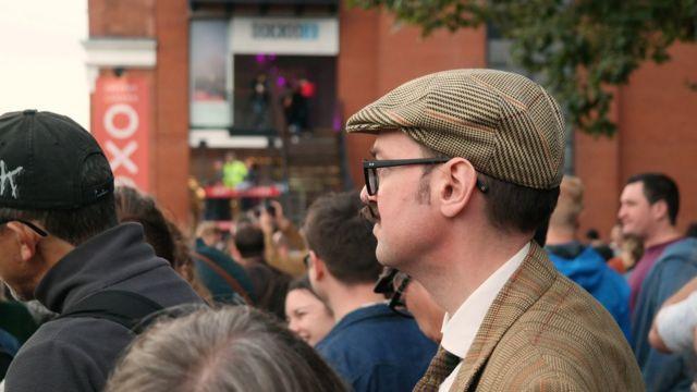 Публика на южном берегу Темзы