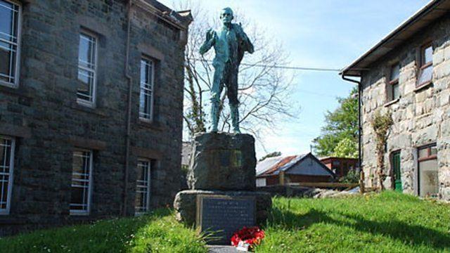 Cerflun Hedd Wyn yn Nhrawsfynydd