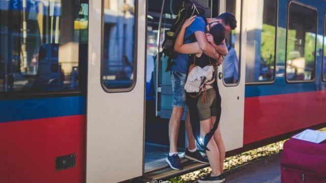 كيف تنجح العلاقات العاطفية رغم بُعد المسافة؟