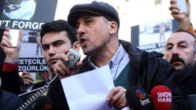 Ahmet Şık 2014'te yapılan bir basın özgürlüğü gösterisinde