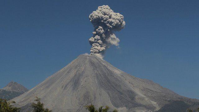 Volcano erupts in Mexico