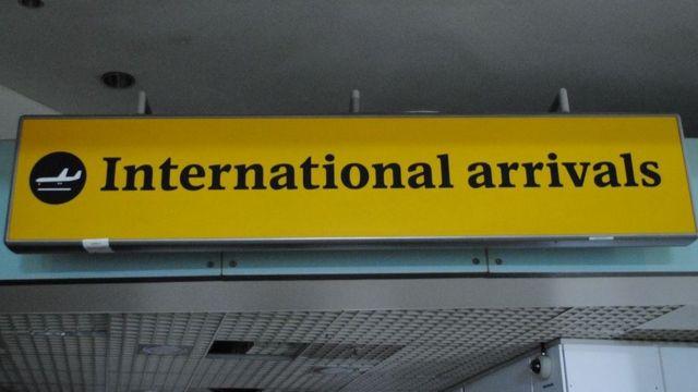 입국, 출국 게이트 표지판은 물론이고 심지어 화장실 표지판도 당신의 것이 될 수 있다