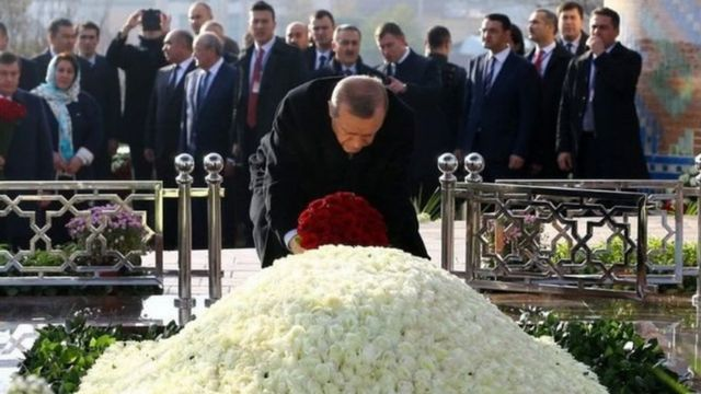 Erdoğan Səmərqənd şəhərində İslam Karimovun məzarını yad edib