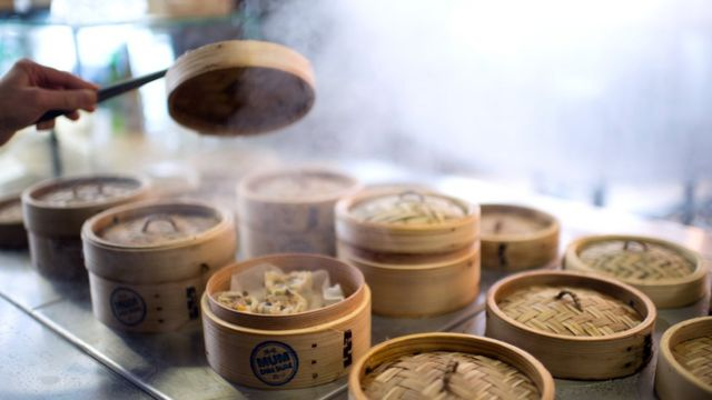 Comida asiática cocinada al vapor.