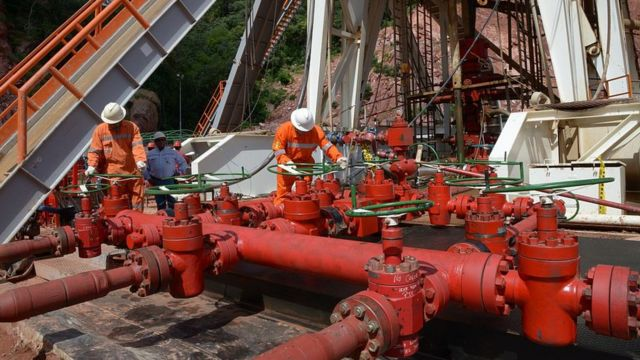 Trabalhadores da indústria do gás