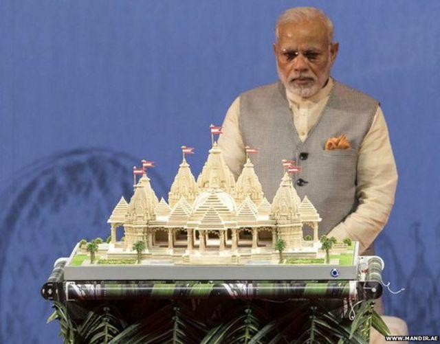6. 2018 साली भारताचे पंतप्रधान नरेंद्र मोदी यांनी या मंदिराच्या प्रतिकृतीचं अनावरण केलं होतं.