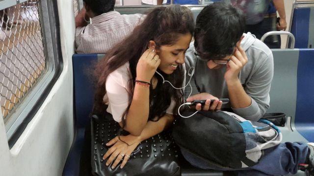 वोडाफोन आइडिया के पास अभी भी 30 करोड़ से ज़्यादा उपभोक्ता हैं