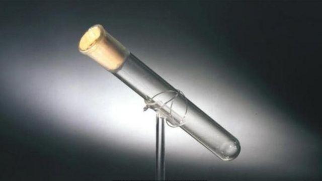 Tomas Edisonun son nəfəsinin olduğu söylənən flakon