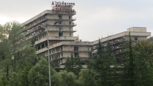 После распада СССР Цхалтубо оказался в более плачевном состоянии, чем другие курорты Грузии