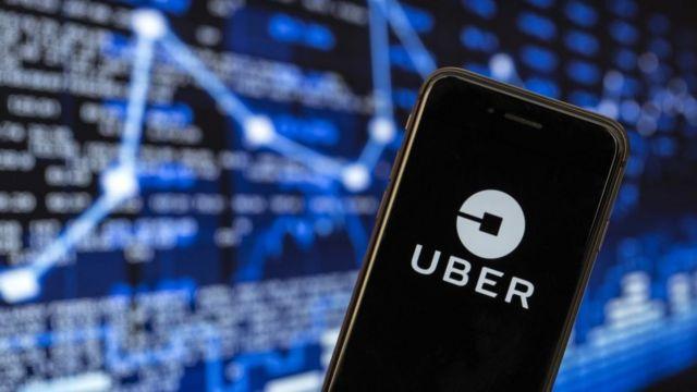 Teléfono con la aplicación de Uber.