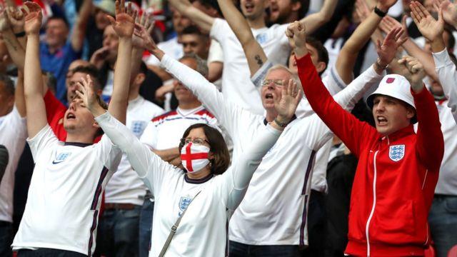29 Haziran Wembley'de İngiltere taraftarları