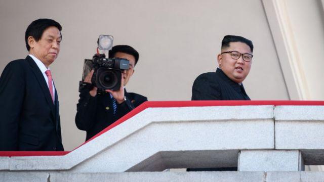 """김정은 위원장은 신년사를 통해 """"인민이 자기 국가의 창건 70돌을 창대히 기념하게 되는 것은 참으로 의의깊은 일""""이라고 말한 바 있다"""