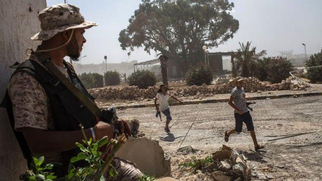 लीबिया के सिरते में सरकारी लड़ाका