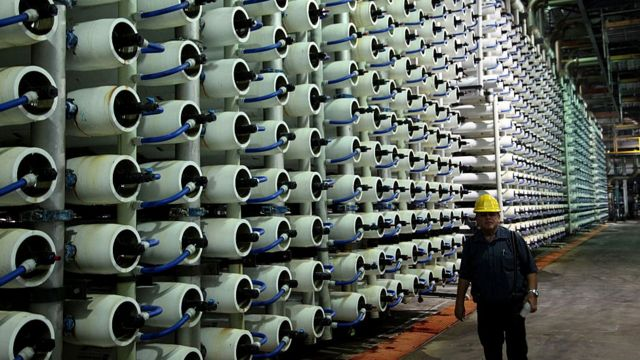 Израиль - страна высоких технологий. Этот завод по очистке морской воды от соли в Тель-Авиве - крупнейший в мире