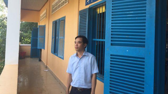 Thấy giáo Nguyễn Văn Hào hưởng mức lương bằng một nửa đồng nghiệp Campuchia