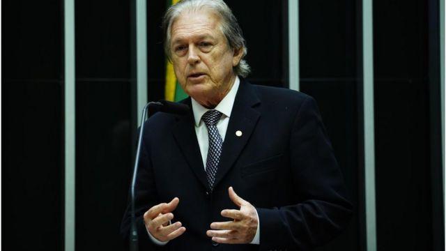 Luciano Bivar discursa na Câmara dos Deputados