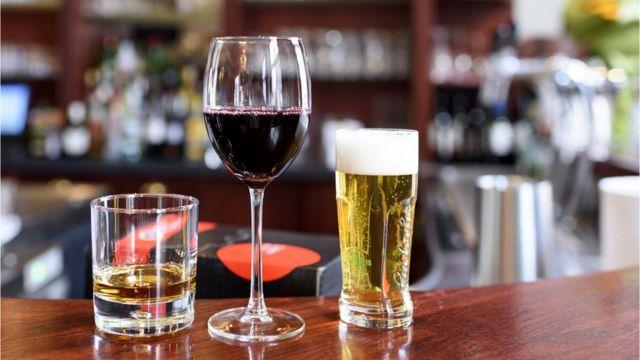 술을 무리하게 마시면 정신질환, 간 질환, 심장질환 등 여러 질병과 암 위험에 노출될 수 있다