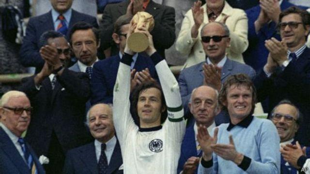 Franz Beckenbauer yari kizigenza w'umugwi nserukiragihugu w'Ubudagi bw'uburengero mu 1974