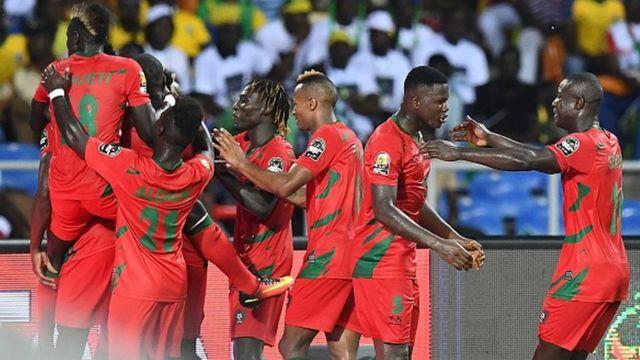 Les joueurs Bissau-Guinéens jubilent après l'égalisation de Marinho Suares dans le temps additionnel