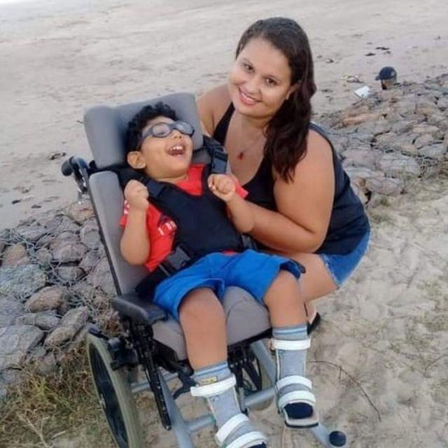 Ana Maria Pereira e Pedro Lucas, em foto na praia