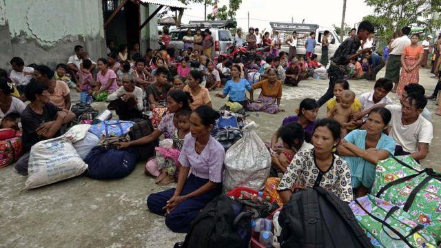 အကြမ်းဖက်မှုတွေကြောင့် ထွက်ပြေးနေရတဲ့ ရခိုင်ဒုက္ခသည်တွေ