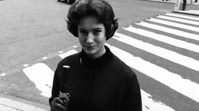 Nan Winton: First woman to read BBC TV news dies