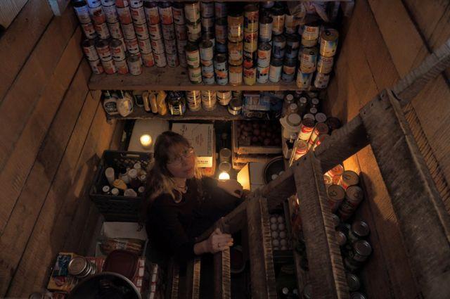 Romey dentro de la despensa